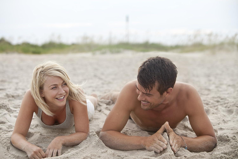 Josh Duhamel and Julianne Hough in Safe Haven (2013)