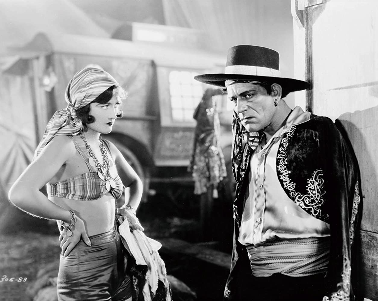 Joan Crawford and Lon Chaney in The Unknown (1927)