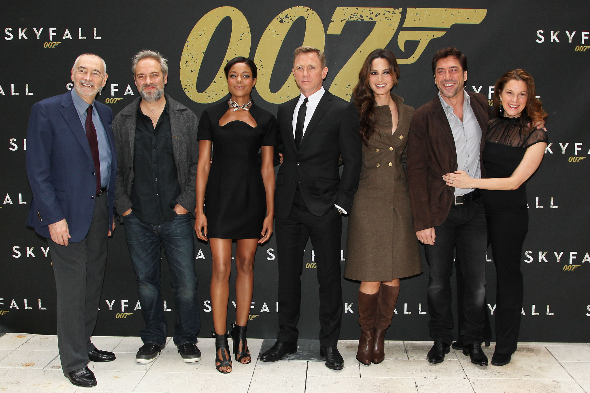 Javier Bardem, Sam Mendes, Barbara Broccoli, Daniel Craig, Naomie Harris, Michael G. Wilson, and Bérénice Marlohe at an event for Skyfall (2012)