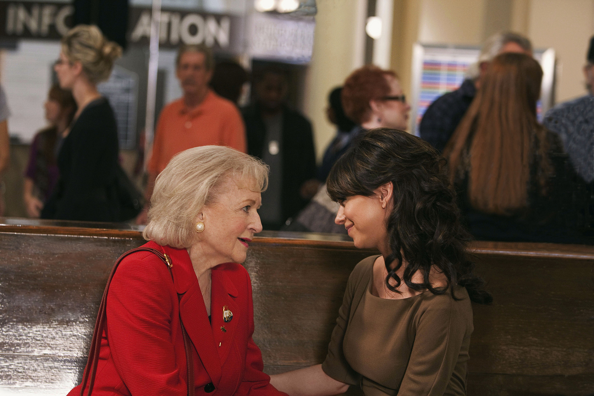 Jennifer Love Hewitt and Betty White in The Lost Valentine (2011)
