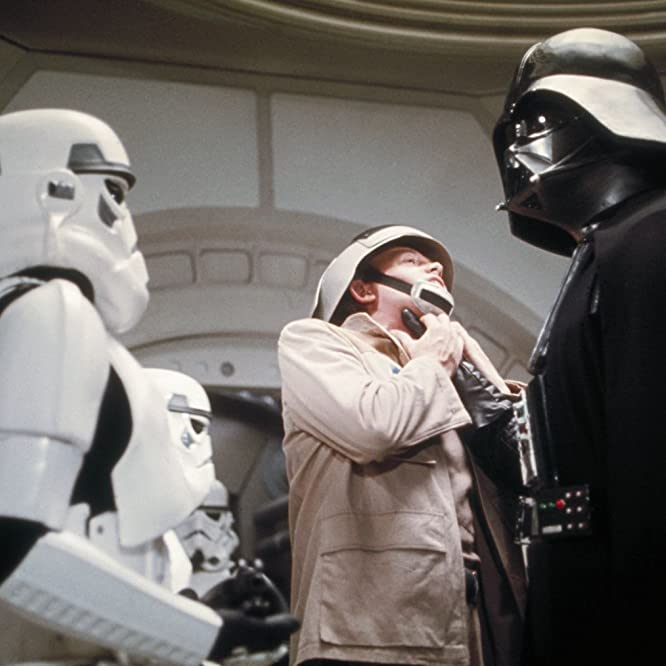 David Prowse and Peter Geddis in Star Wars: Episode IV - A New Hope (1977)