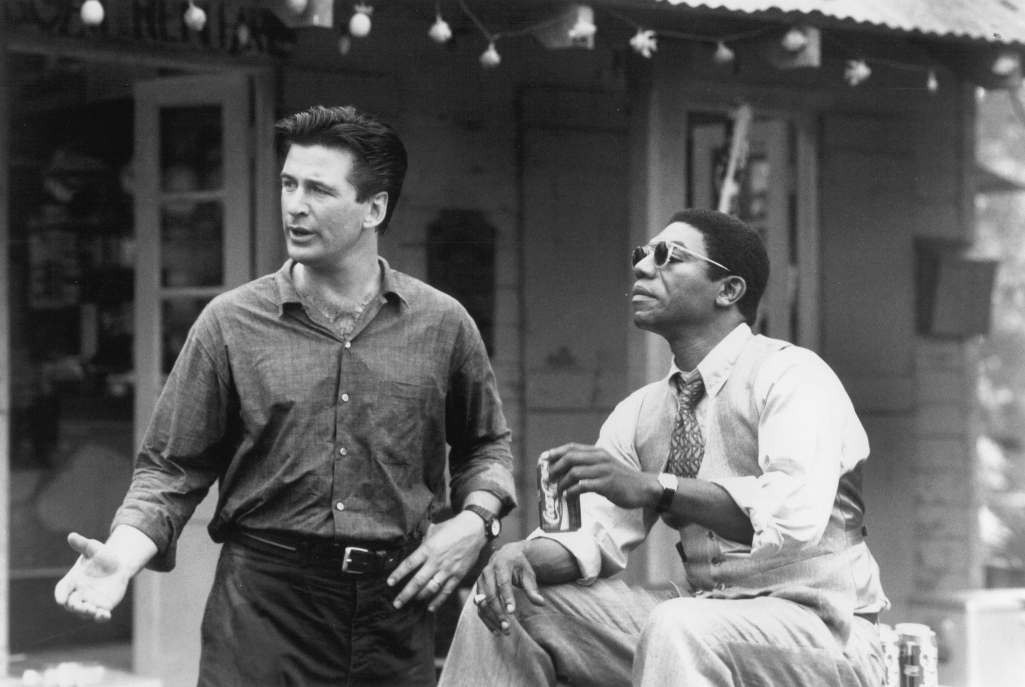 Alec Baldwin and Vondie Curtis-Hall in Heaven's Prisoners (1996)