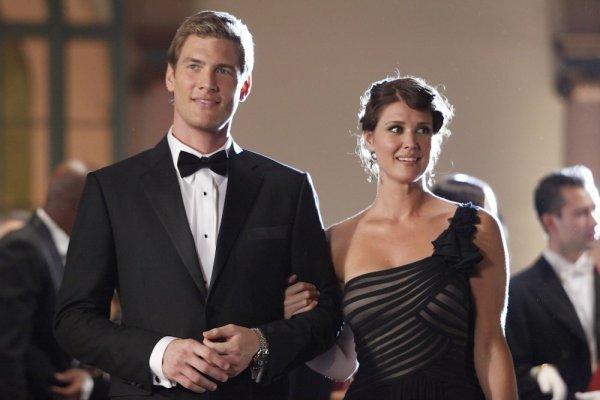 Sarah Lancaster and Ryan McPartlin in Chuck (2007)