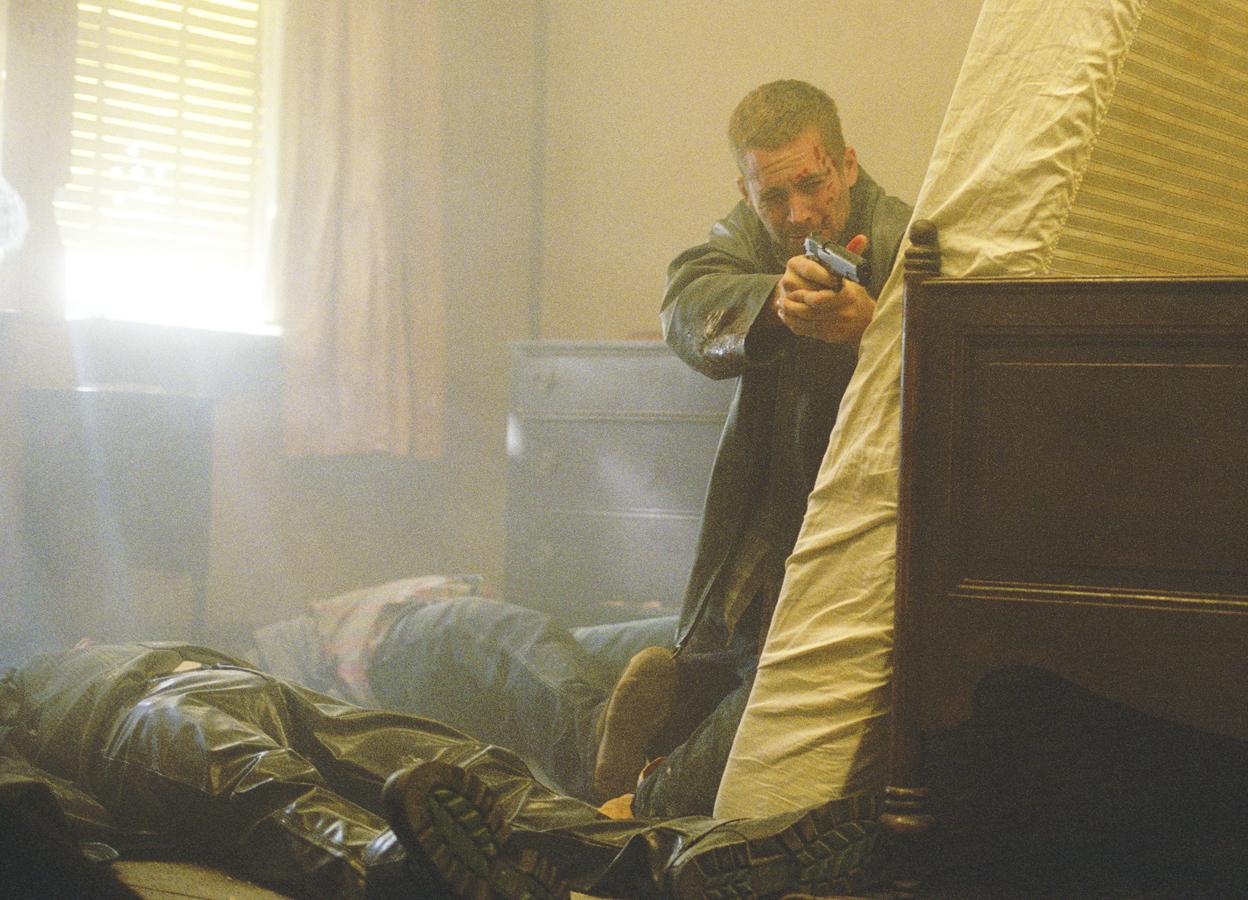 Cuplikan adegan aksi film Running Scared (2006)