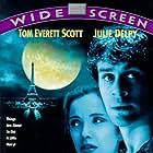 Julie Delpy and Tom Everett Scott in An American Werewolf in Paris (1997)
