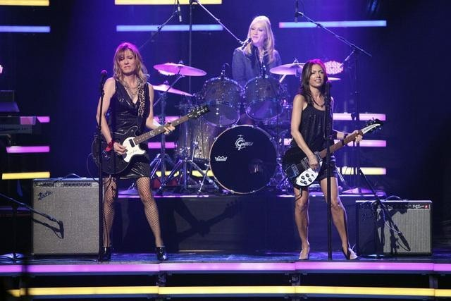 Susanna Hoffs, Debbi Peterson, and The Bangles in Dancing with the Stars (2005)