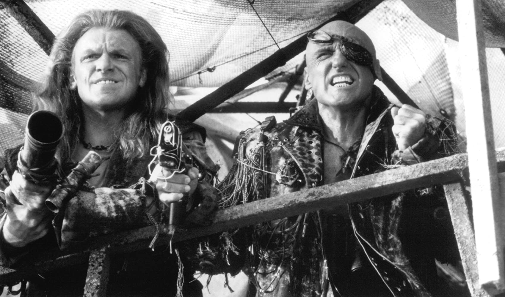 Dennis Hopper and Gerard Murphy in Waterworld (1995)