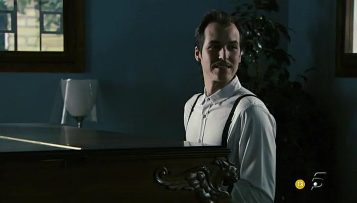Jorge Suquet in Ángel o demonio (2011)