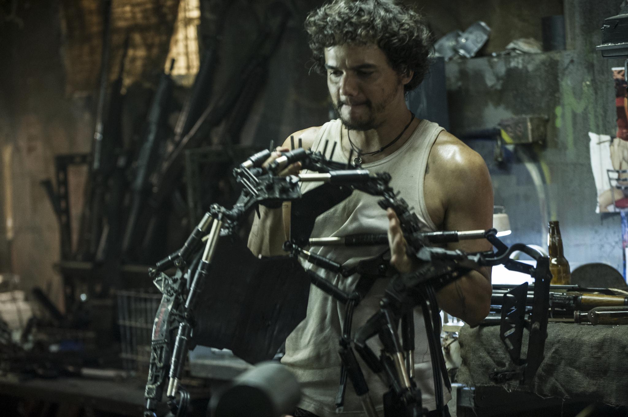Wagner Moura in Elysium (2013)