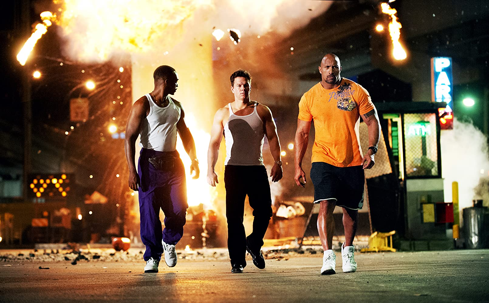 Mark Wahlberg, Dwayne Johnson, and Anthony Mackie in Pain & Gain (2013)