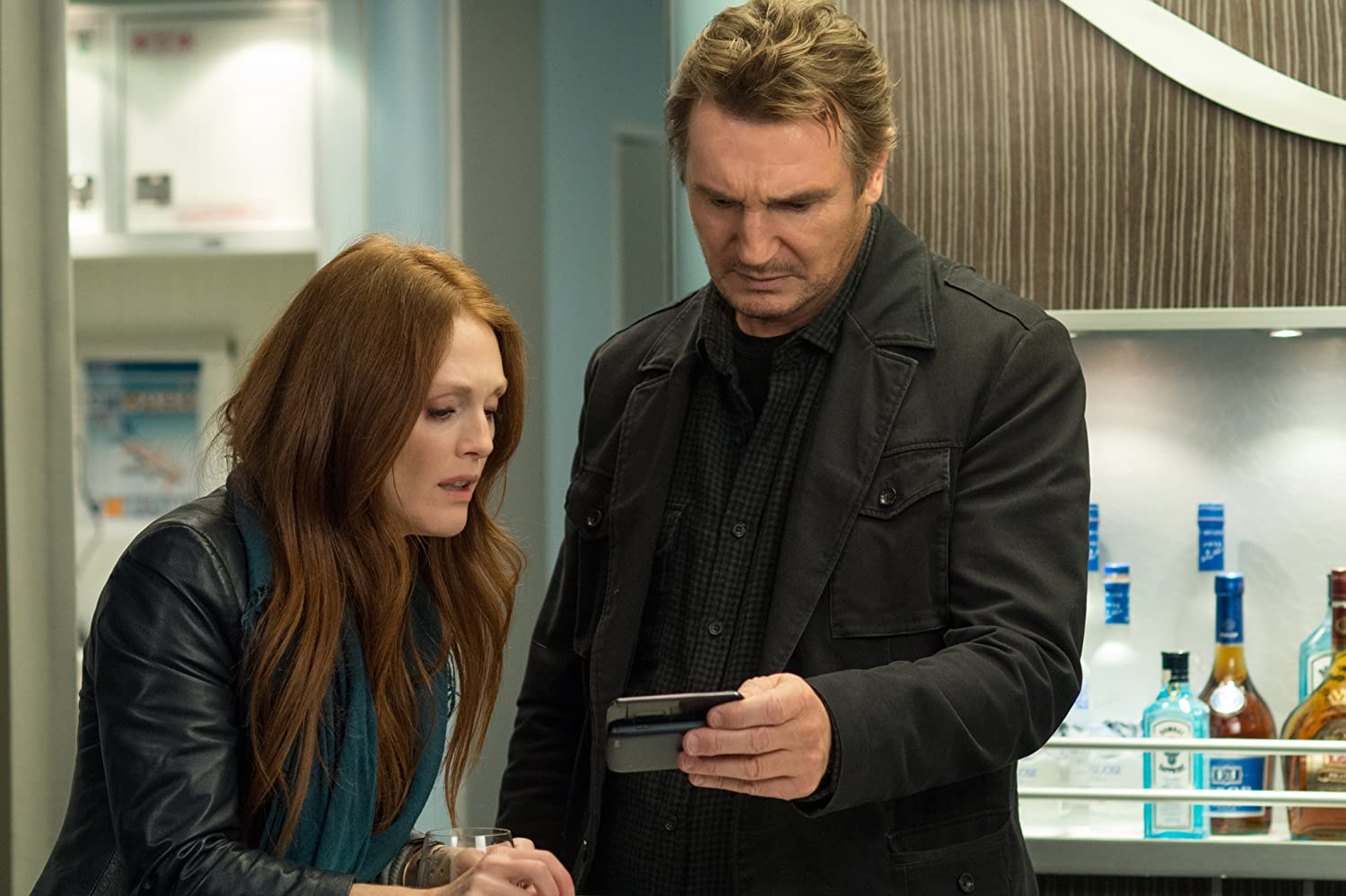 Julianne Moore and Liam Neeson in Non-Stop (2014)