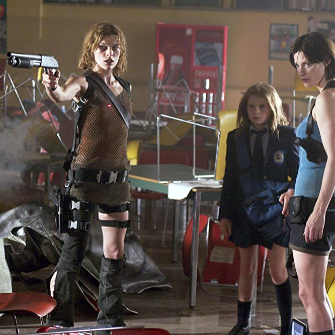 Milla Jovovich, Sienna Guillory, and Sophie Vavasseur in Resident Evil: Apocalypse (2004)