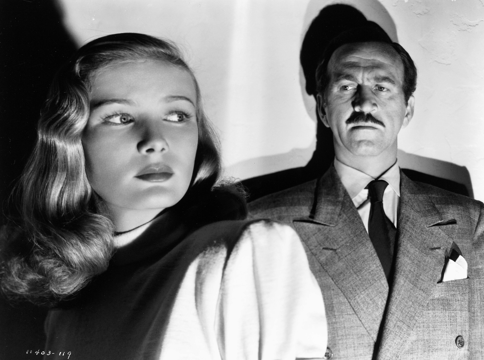 Veronica Lake and Howard Da Silva in The Blue Dahlia (1946)
