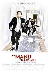 En mand kommer hjem (2007) Poster - Movie Forum, Cast, Reviews