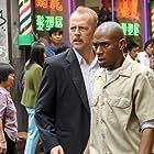 Bruce Willis and Yasiin Bey in 16 Blocks (2006)