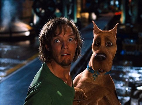 "(L-r) Shaggy (MATTHEW LILLARD) and SCOOBY-DOO in Warner Bros. Pictures' live-action comedy ""Scooby-Doo."""