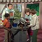 Jim Nabors, Ruth Buzzi, Jarrod Johnson, Alice Playten, and The Krofft Puppets in The Lost Saucer (1975)