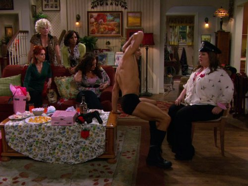 Swoosie Kurtz, Holly Robinson Peete, T.J. Hoban, Melissa McCarthy, and Katy Mixon in Mike & Molly (2010)