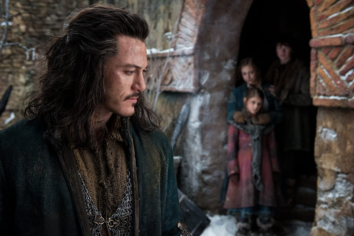 Luke Evans, John Bell, Peggy Nesbitt, and Mary Nesbitt in The Hobbit: The Battle of the Five Armies (2014)