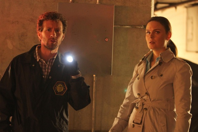 Emily Deschanel and T.J. Thyne in Bones (2005)