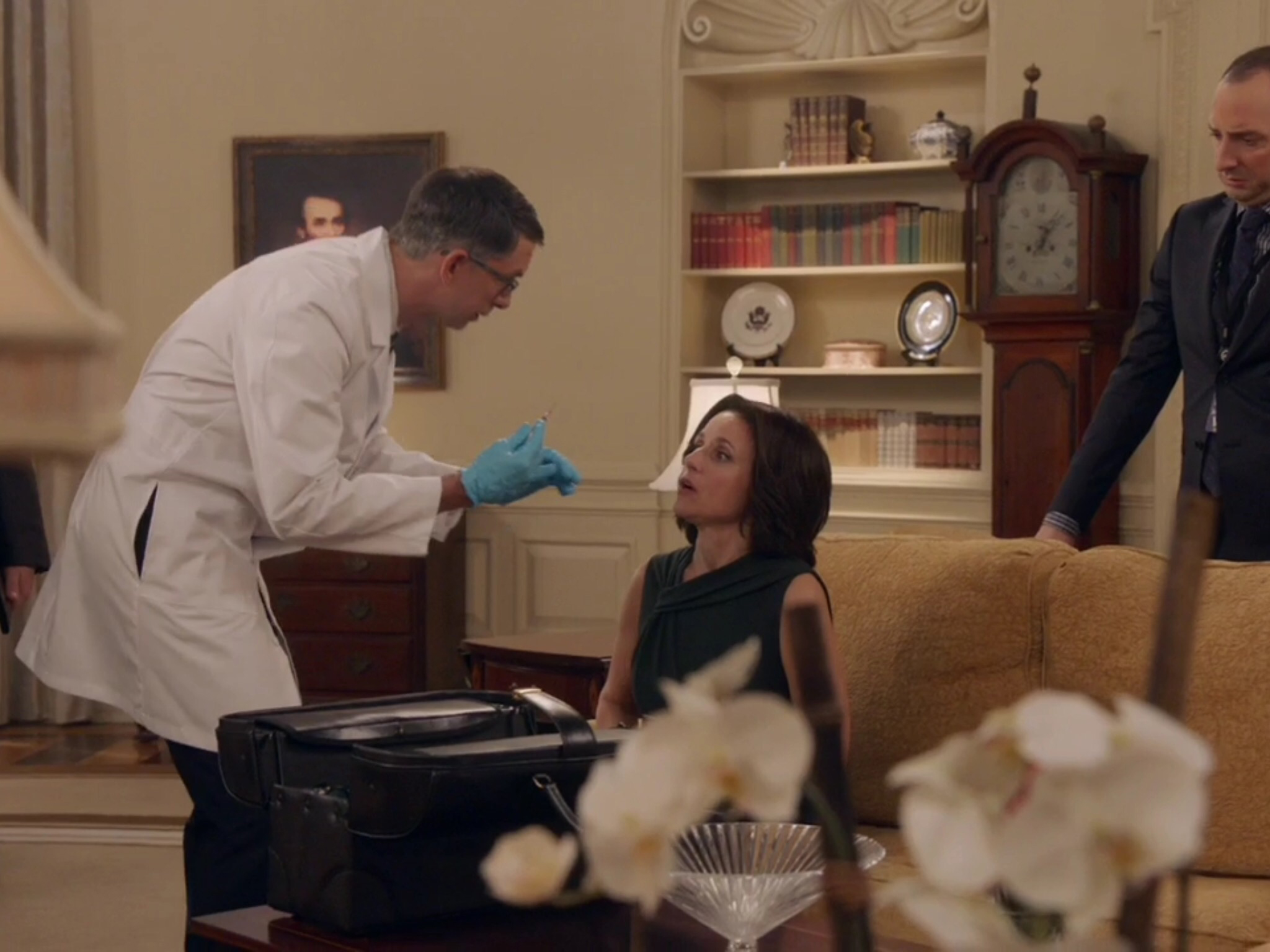 Todd Aaron Brotze as Dr. Abernathy in Veep, with Julia Louis-Dreyfus and Tony Hale