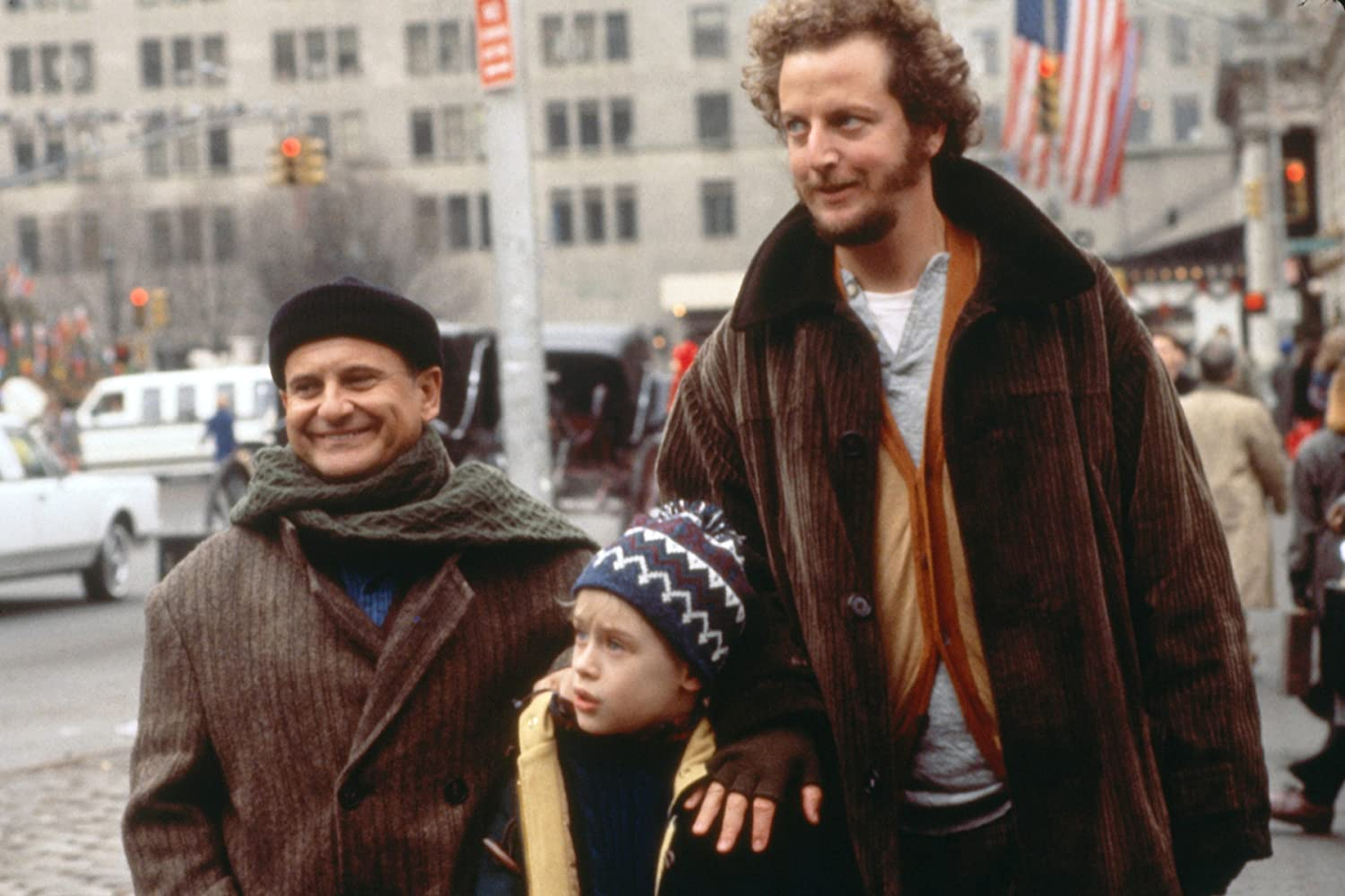 Macaulay Culkin, Joe Pesci, and Daniel Stern in Home Alone 2: Lost in New York (1992)