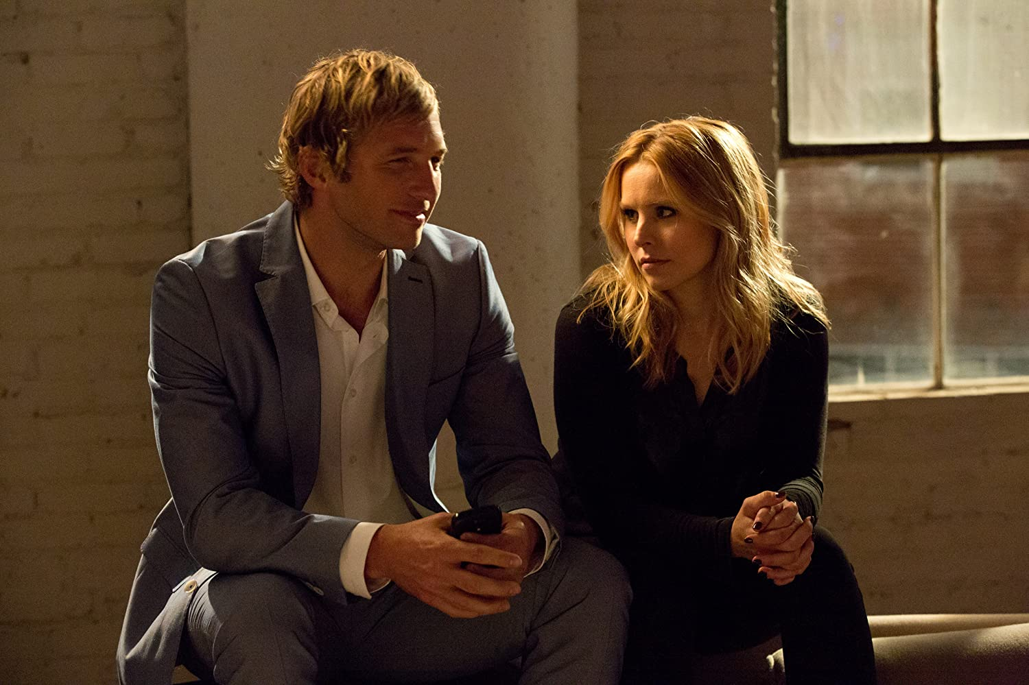 Kristen Bell and Ryan Hansen in Veronica Mars (2014)