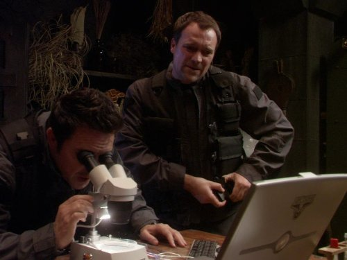 David Hewlett and Paul McGillion in Stargate: Atlantis (2004)