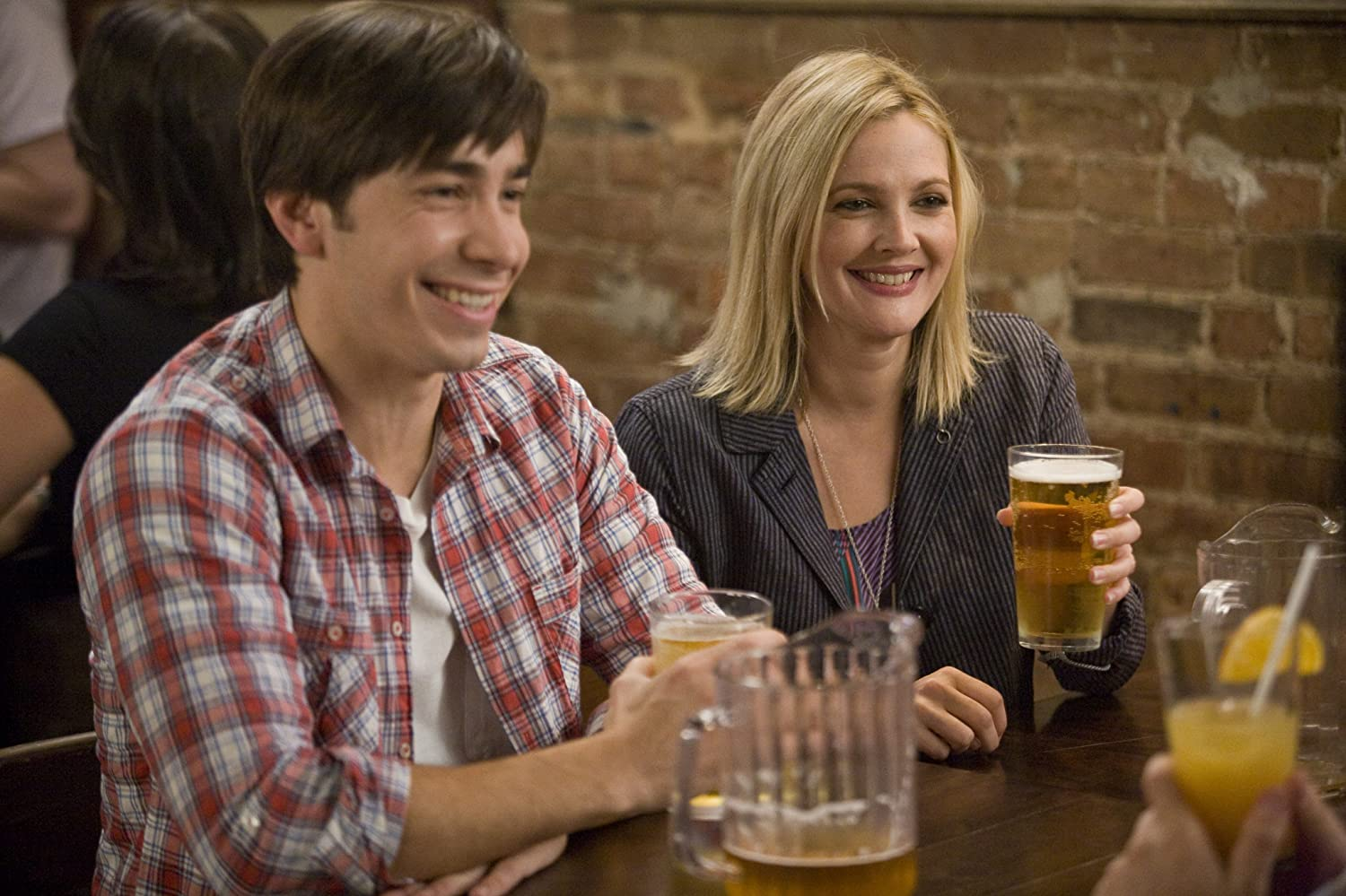 Drew Barrymore and Justin Long in Going the Distance (2010)