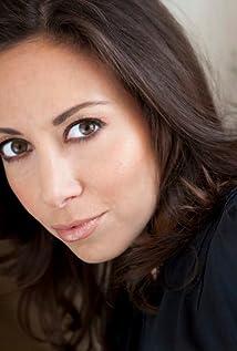 Jennifer Elia Picture