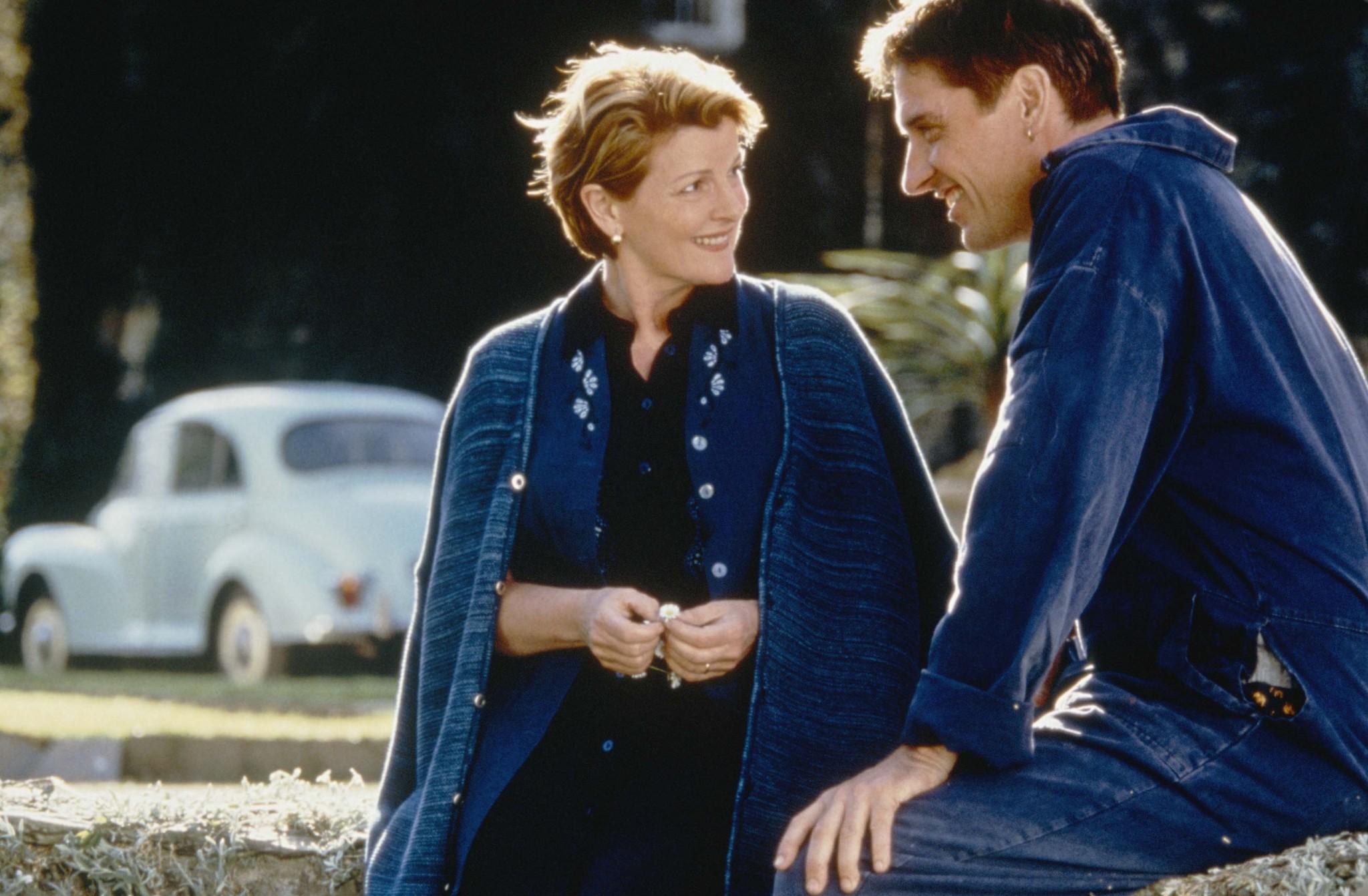 Brenda Blethyn and Craig Ferguson in Saving Grace (2000)