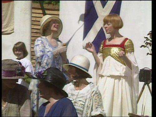 Geraldine McEwan and Prunella Scales in Mapp & Lucia (1985)