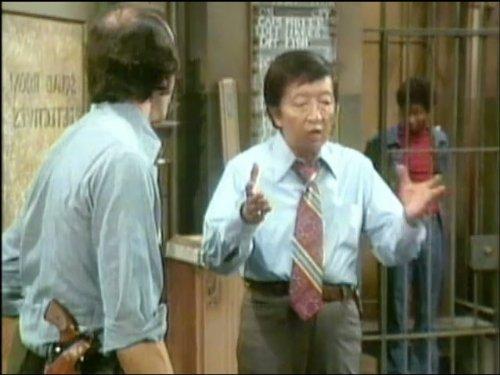 Gregory Sierra and Jack Soo in Barney Miller (1975)