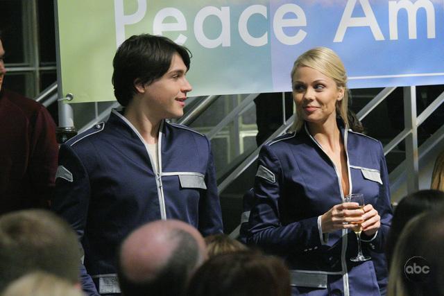 Laura Vandervoort and Logan Huffman in V (2009)