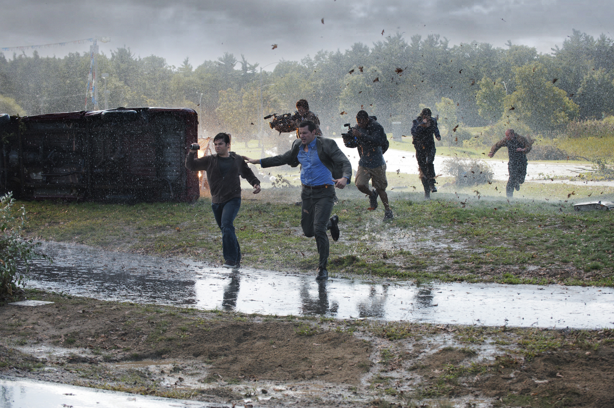 Richard Armitage, Arlen Escarpeta, Nathan Kress, Jeremy Sumpter, Matt Walsh, and Sarah Wayne Callies in Into the Storm (2014)