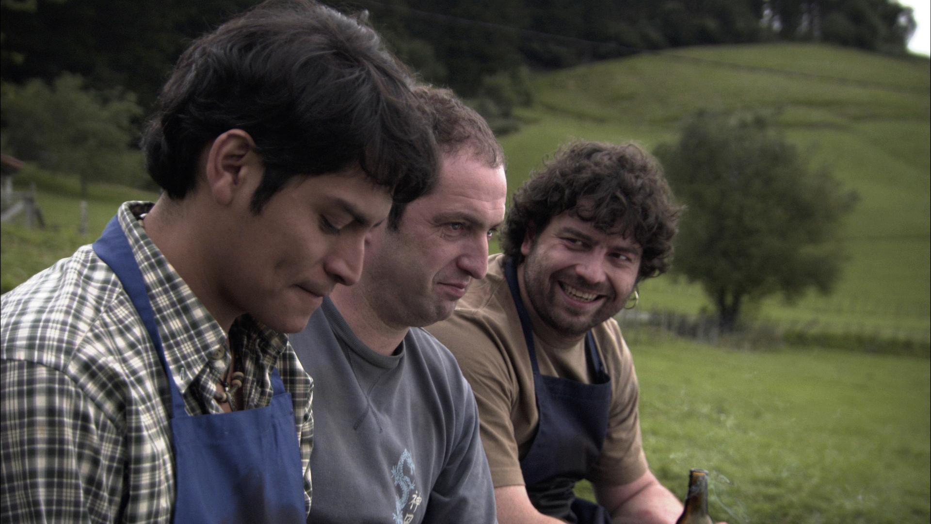 Cristhian Esquivel, Josean Bengoetxea, and Pako Revueltas in Ander (2009)