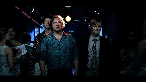 Edwin has been working as a deputy principal at a secondary school for several years. After a strenuous working day, the gym teacher wants to celebrate his birthday with a beer. Edwin does not feel like it, but since the new teacher joins in, he can't back out. They get blind drunk in the deputy principal's office, where Edwin makes a big mistake. When it turns out the principal's son has filmed everything, the teachers exceed one bound after the other in their grotesque attempts to cloak everything.