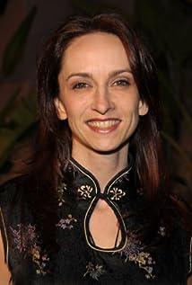 Eliza Schneider Picture