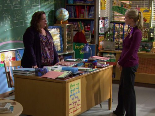 Melissa McCarthy and Laura Coover in Mike & Molly (2010)