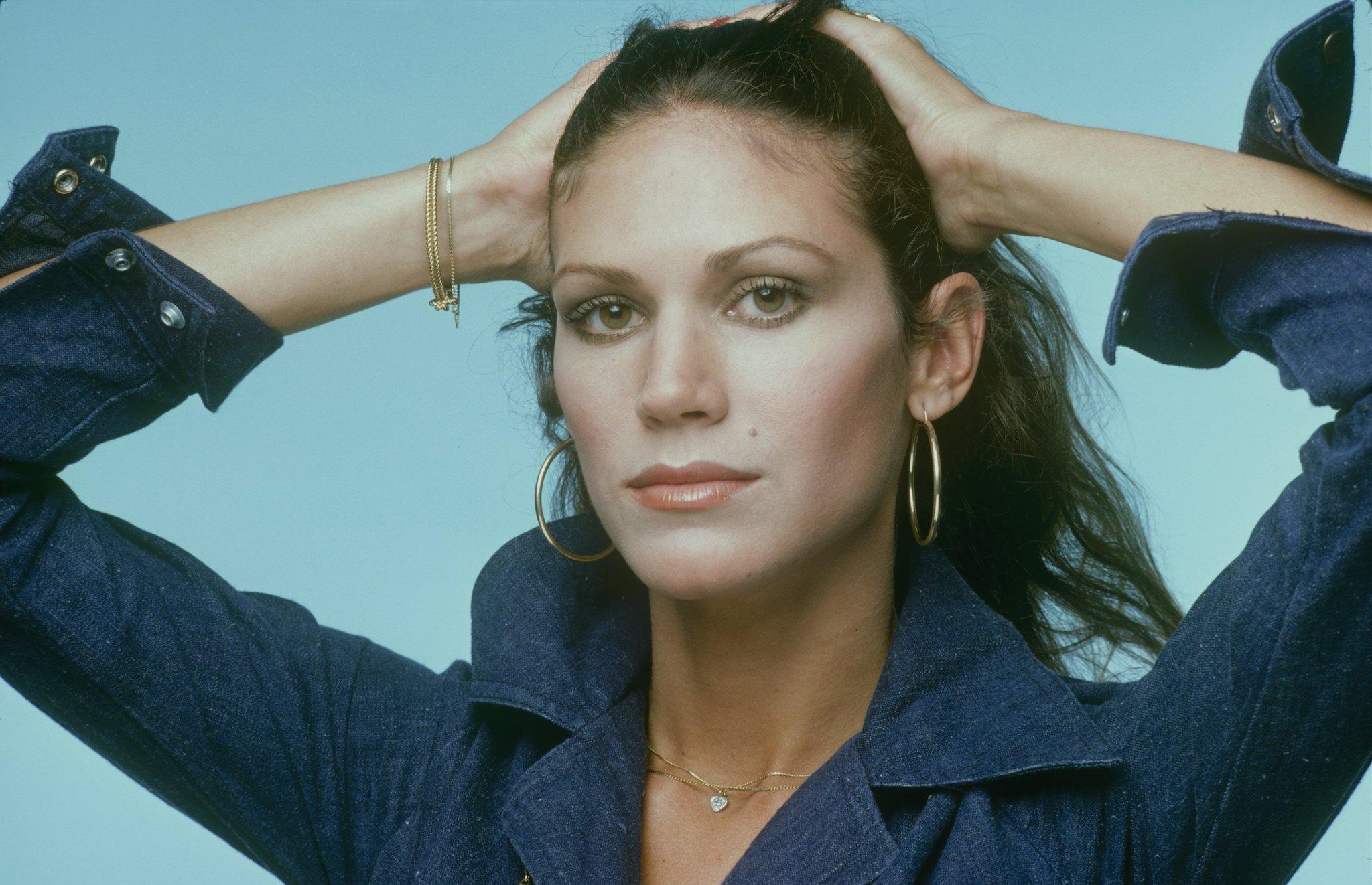 Pamela Hensley in Matt Houston (1982)