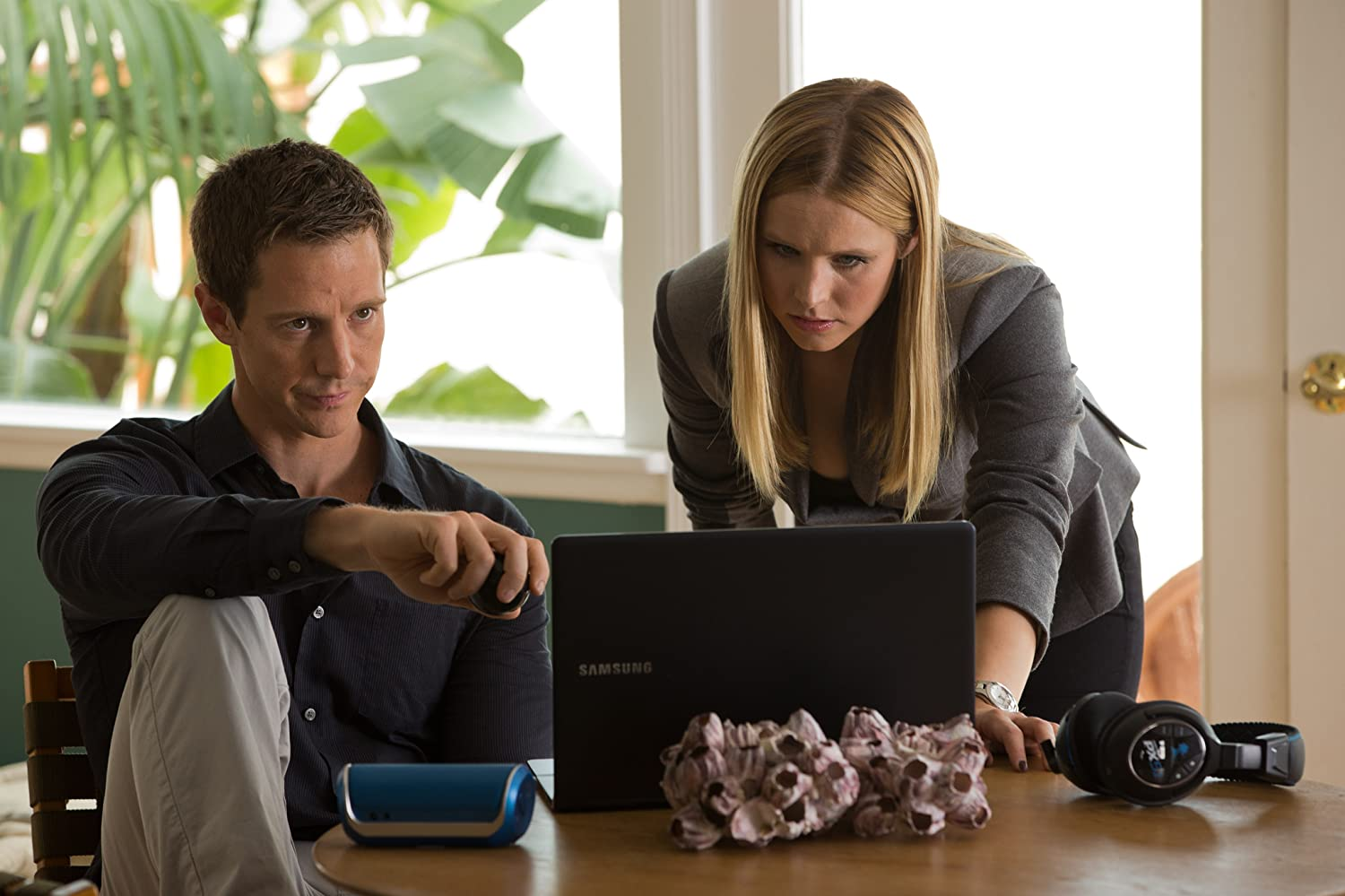 Kristen Bell and Jason Dohring in Veronica Mars (2014)