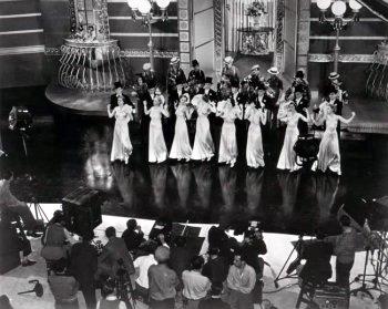 Lynn Bari, Shirley Deane, June Gale, Geneva Sawyer, and Louise Seidel in On the Avenue (1937)