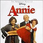 Kathy Bates, Victor Garber, and Alicia Morton in Annie (1999)
