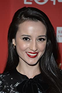 Julie Estelle Picture