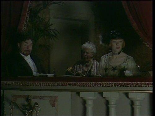 Nigel Hawthorne, Irene Handl, and Geraldine McEwan in Mapp & Lucia (1985)