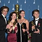 Russell Crowe, Julia Roberts, Benicio Del Toro, and Marcia Gay Harden at an event for The 73rd Annual Academy Awards (2001)