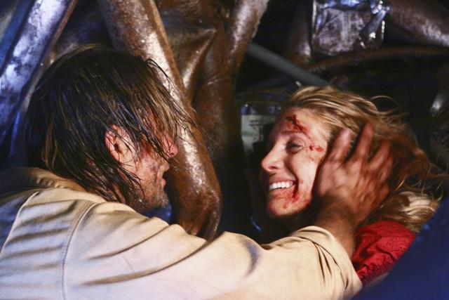 Josh Holloway and Elizabeth Mitchell in Lost (2004)