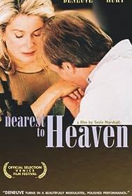 Catherine Deneuve and William Hurt in Au plus près du paradis (2002)