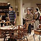 Johnny Galecki, Simon Helberg, Laurie Metcalf, Jim Parsons, and Kunal Nayyar in The Big Bang Theory (2007)