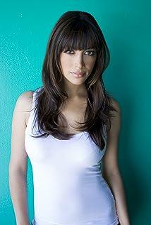 Hannah Simone Picture